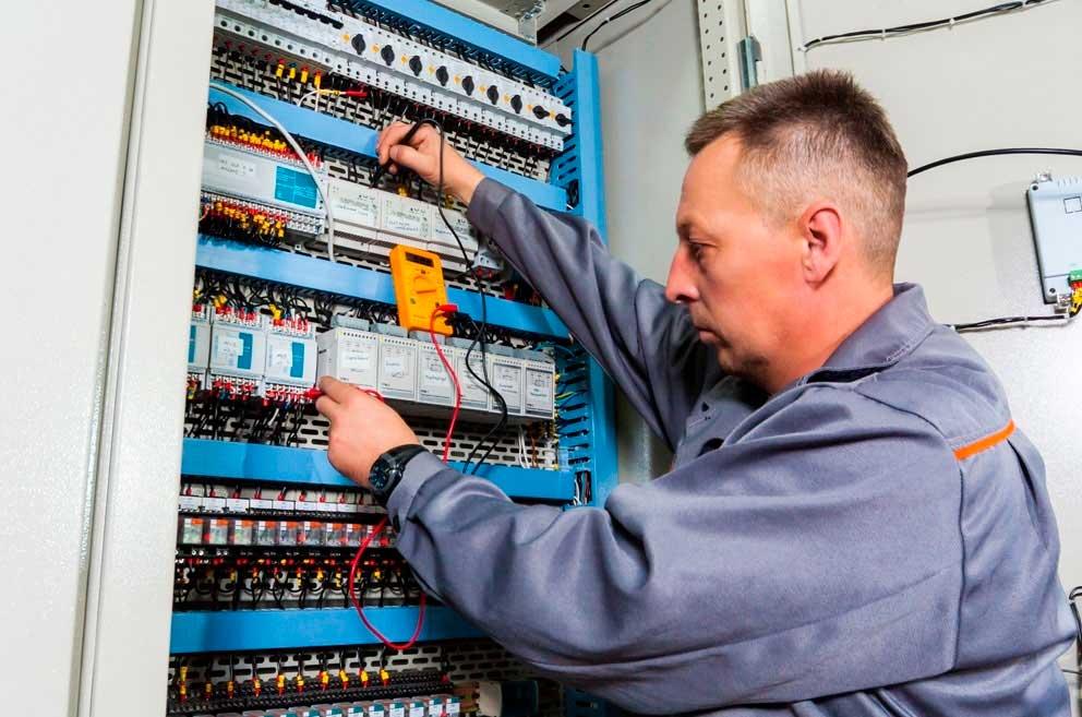Sobrecalentamiento de los tableros eléctricos: causas, efectos y soluciones