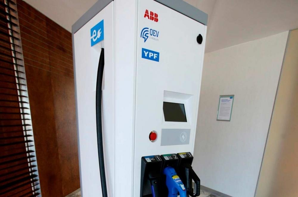 ABB instalará los primeros 220 cargadores de autos eléctricos