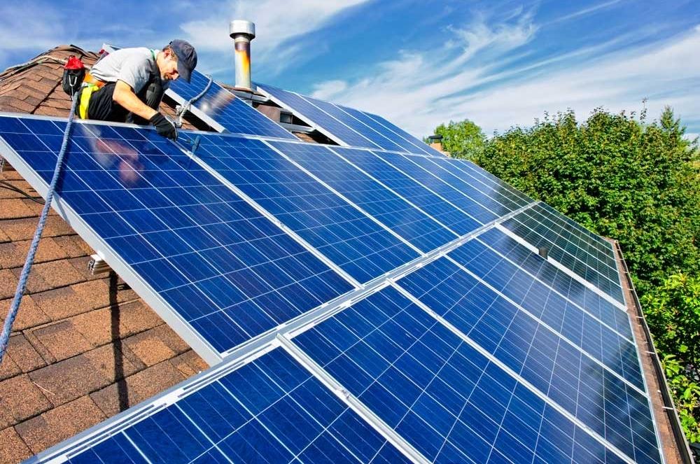 Presentaron 14 proyectos públicos y privados de energía solar