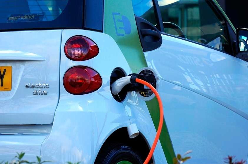 Redactan ley para impulsar vehículos eléctricos en Argentina
