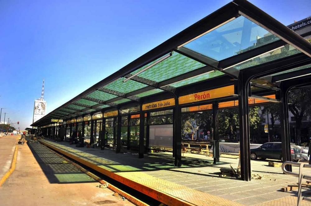 El Metrobus porteño incorporó paneles solares